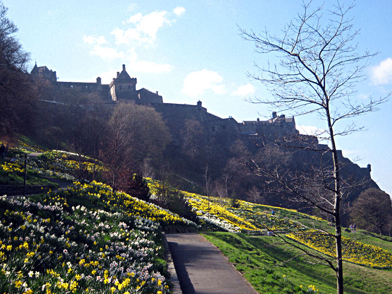 EdinburghCastle-Behind